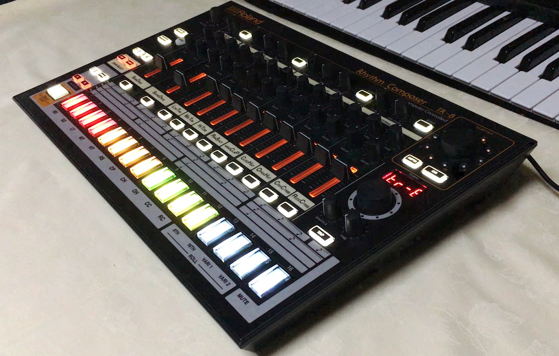 Roland AIRA TR-8をTR-808 Styleへ改造してみました