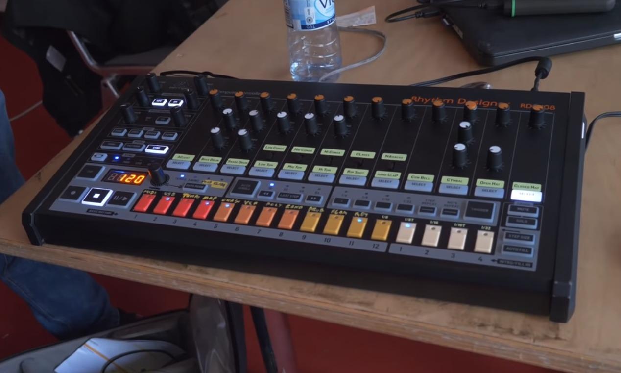 Behringerのジェネリックなビンテージアナログシンセ・ドラムマシン